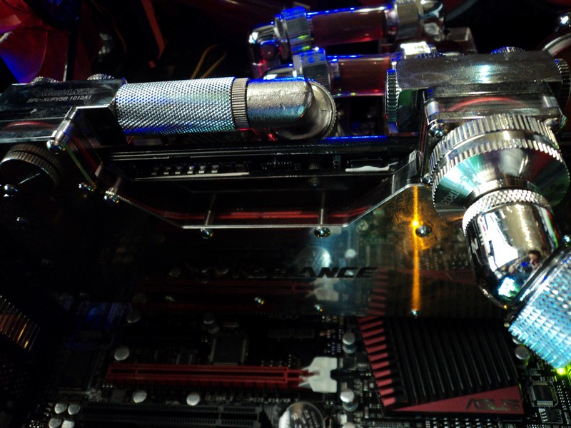 4. HD 5970 CON WATERBLOCK KOOLANCE VISTA COMPLETA